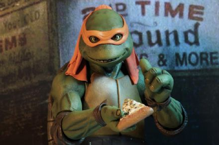 NECA TMNT (1990 Movie) Michelangelo 1/4 Scale Figure (Teenage Mutant Ninja Turtles)